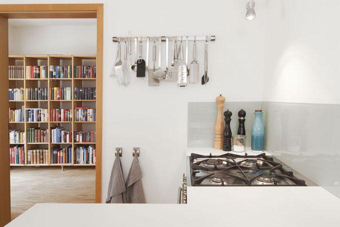 Lackfronten, Mineralstein, weiße Küche, Grifflos, 3form, LG HI MACS