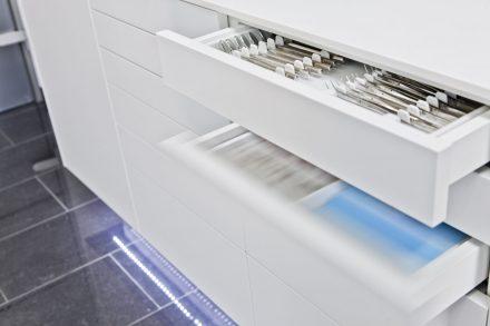 Zahnarztpraxis Dortmund Detail Schublade blum elektrisch