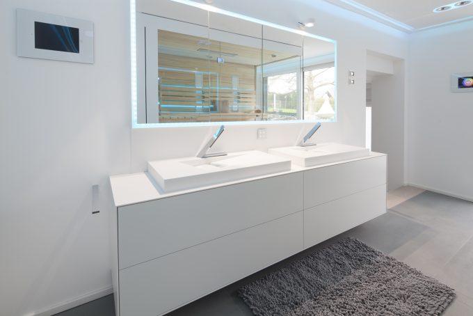 Waschtisch Ansicht mit LED Spiegelschrank