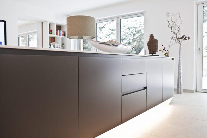Sideboard in Lack mit LED Beleuchtung von der Tischlerei 3form GmbH