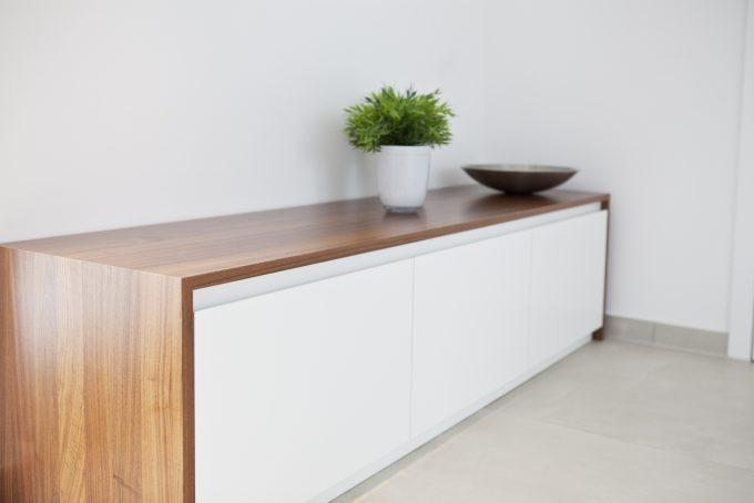 Sitzbank aus Nussbaum und Lack von 3form GmbH