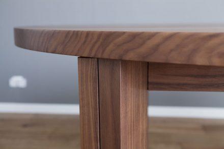 Detail Nussbaum Tisch Massivholz
