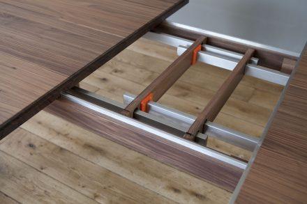Beschlag Detail Nussbaum Tisch Massivholz