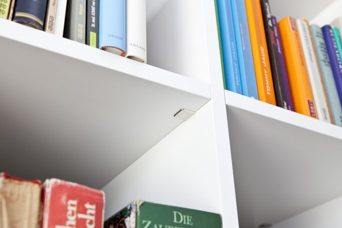 Bücherregal in Weißlack nach RAL 9016