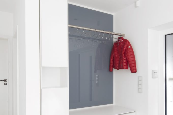 Garderobe in weiß Lack, Lacobel Glas
