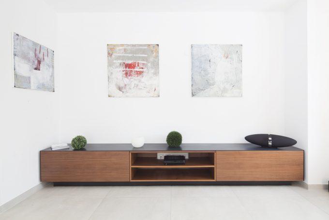 Nussbaum Möbel mit Mineralstein