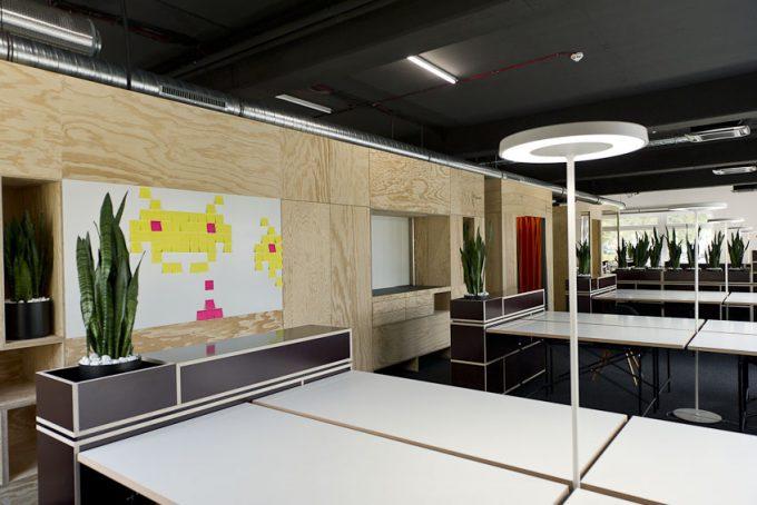 Douglas Informatik Service von 3form GmbH Dortmund. Ladenbau.